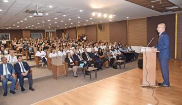 Eczacılık Fakültesi'nin Geleneksel Önlük Giyme Töreni Yapıldı