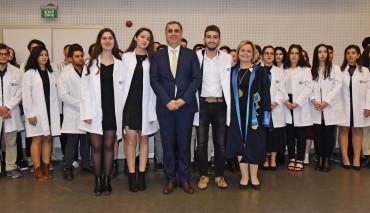 Diş Hekimliği Fakültesi'nin Geleneksel Önlük Giyme Töreni Yapıldı