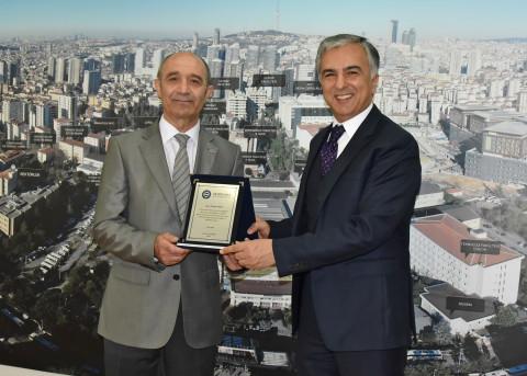 Genel Sekreterimiz Murat Arısal, Turan Tuna'ya Teşekkür Plaketi Verdi